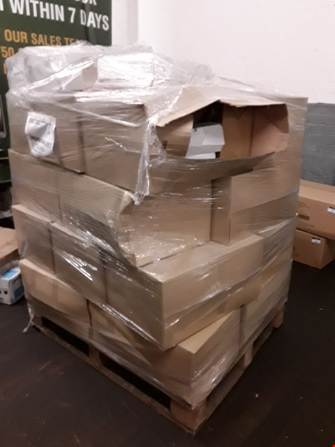 Lot 1555 PALLET OF ASSORTED ITEMS TO INCLUDE PERSONALISED WOODEN PUZZLE SET AND PERSONALISED MEN'S SUPERSOFT ROBE ECT