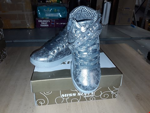 Lot 12562 BOXED MISS SIXTY JUNIOR SILVER LACE/ZIP UP TRAINERS UK SIZE 12.5 JUNIOR