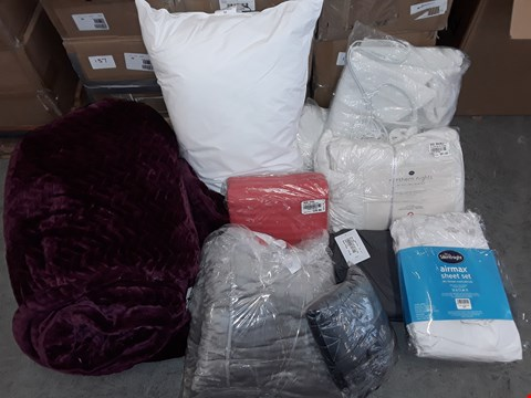 Lot 302 LOT OF APPROXIMATELY 10 ASSORTED HOMEFABRIC ITEMS TO INCLUDE AIRMAX SHEET SET, HEATED BLANKET AND LARGE BURGUNDY THROW