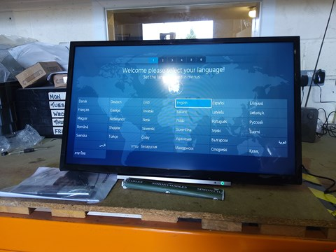Lot 166 TOSHIBA 32WL3A63DB 32 INCH, HD READY, FREEVIEW PLAY, SMART TV WITH REMOTE RRP £199.00