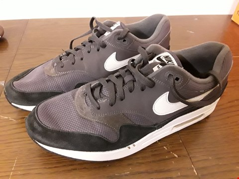 Lot 9054 NIKE AIR MAX GREY TRAINERS - UK SIZE 12
