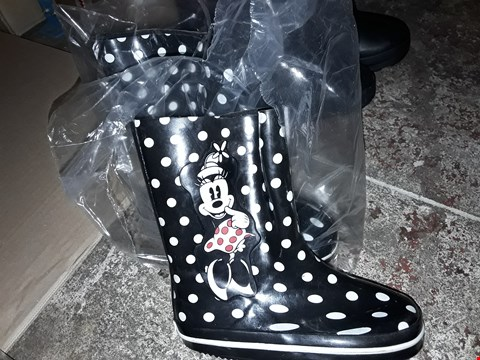 Lot 481 PAIR OF MINNIE MOUSE POLKA DOT DESIGN KIDS WELLIES BLACK AND WHITE SIZE 6 RRP £9.99
