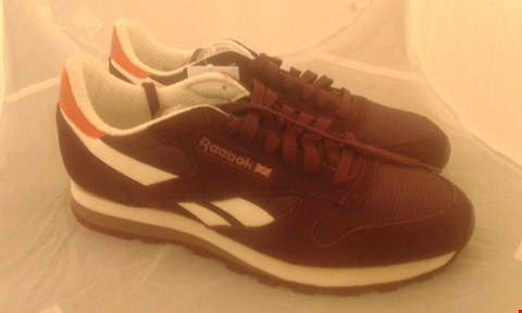 Lot 2070 PAIR OF REEBOK CLASSIC SIZE 9