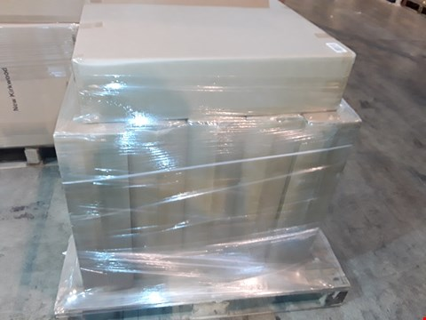 Lot 30 PALLET OF 6 ASSORTED FOLDING BUTTONED STRUTTED HEADBOARDS