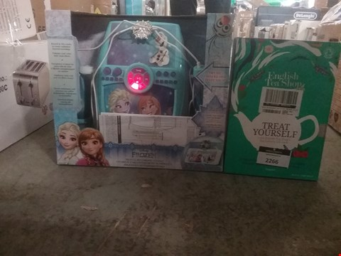 Lot 2266 LOT OF 2 ITEMS TO INCLUDE DISNEY FROZEN DELUXE SIGN AND ENGLISH TEA SHOP ORGANIC BOOK GIFT PACK RRP £90