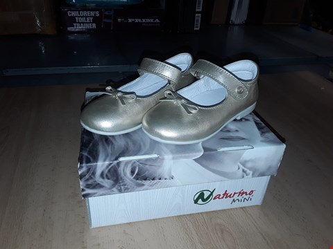 Lot 12255 BOXED NATURINO MINI CHILDRENS GOLDEN LEATHER VELCRO SHOES WITH BOW DETAIL UK CHILDRENS SIZE 7