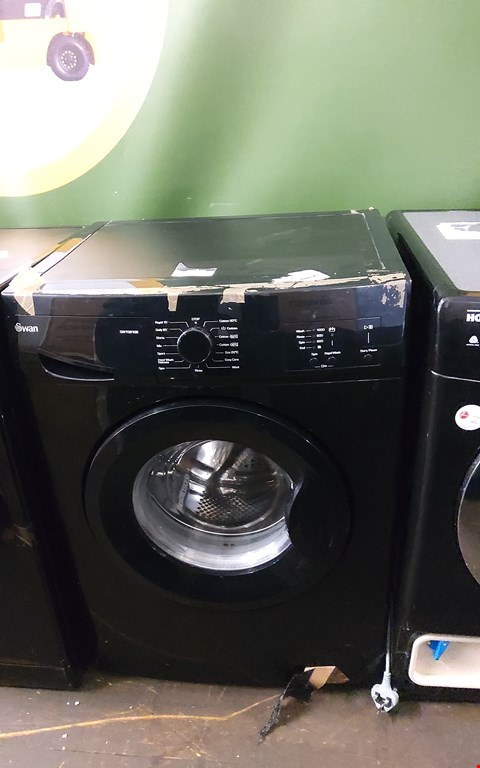 Lot 7010 SWAN SW15810B 1200 SPIN BLACK WASHING MACHINE  RRP £279.99