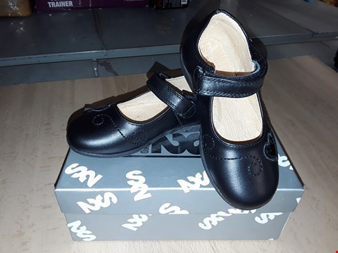 Lot 12489 BOXED STEP2WO HINDA BLACK LEATHER HEART DETAIL VELCRO SHOES UK SIZE 8 JUNIOR