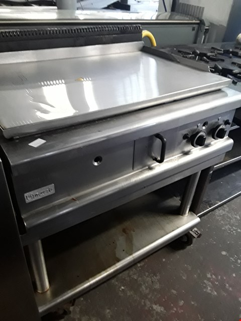 Lot 13543 COMMERCIAL STAINLESS STEEL LINCAT CHROME TOP GRIDDLE