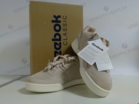 Lot 788 BRAND NEW BOXED REEBOK SIZE 4 WOMEN'S WORKOUT LO PLUS TRAINERS