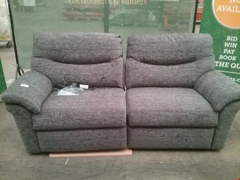 Lot 28 QUALITY BRITISH MADE HARDWOOD FRAMED GREY FABRIC RECLINING 2 SEATER SOFA