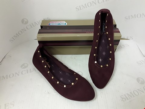 Lot 983 BOXED PAIR OF SKETCHERS MAROON SLIP ON SHOES SIZE 6