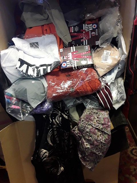 Lot 116 CAGE OF A SIGNIFICANT QUANTITY OF ASSORTED CLOTHING ITEMS