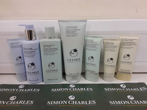 Lot 621 BOXED LIZ EARLE HAND, FACE AND SKIN BEAUTY SET