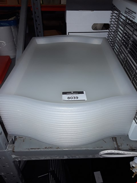 Lot 8039 LOT OF APPROXIMATELY 19 PLASTIC FOOD TRAYS
