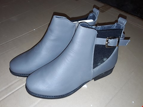 Lot 155 LOT OF APPROXIMATELY 9 AS NEW PAIRS OF GREY WOW BUCKLE FLAT CHELSEA BOOTS - UK SIZE 6