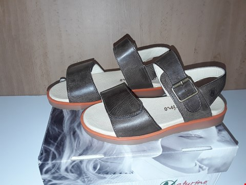 Lot 12650 BOXED NATURINO YOUNG BROWN LEATHER SANDALS UK SIZE 11.5 JUNIOR