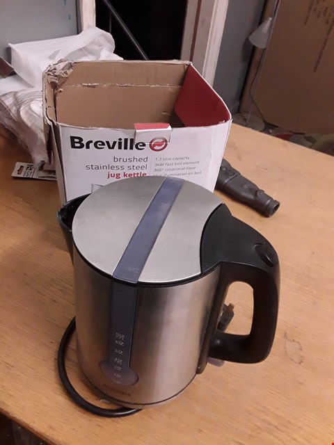 Lot 115 BOXED BREVILLE KETTLE