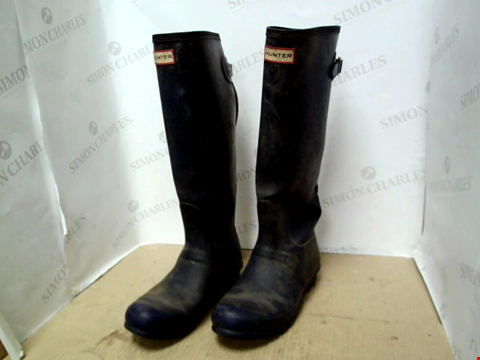 Lot 13672 HUNTER BACK ADJUSTABLE TALL WELLY RRP £130.00