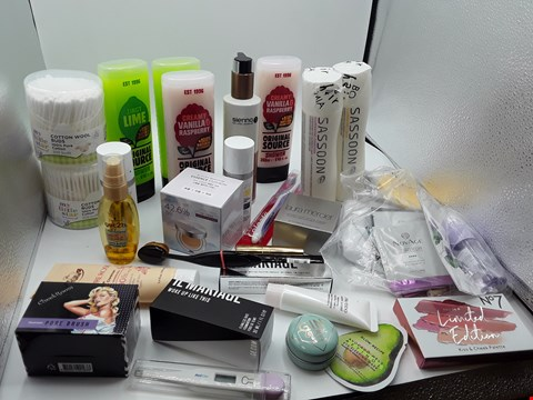 Lot 1 TRAY OF APPROXIMATLY 23 ITEMS OF ASSORTED COSMETIC ITEMS