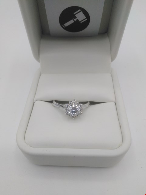 Lot 10 18CT WHITE GOLD CLUSTER RING SET WITH DIAMONDS WEIGHING +0.75CT RRP £2400.00