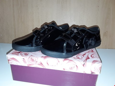 Lot 12742 BOXED LELLI KELLY LILY BLACK VELCRO TRAINERS BOW DETAIL PUMPS UK SIZE 13.5 JUNIOR