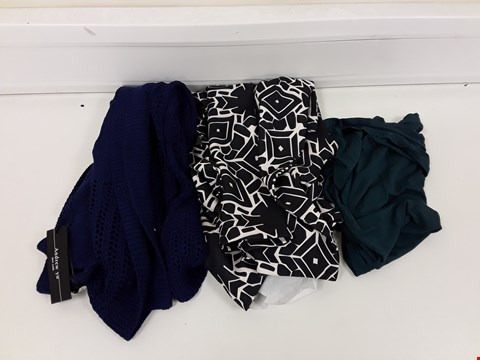 Lot 512 LOT OF APPROXIMATELY 70 ASSORTED DESIGNER CLOTHING ITEMS TO INCLUDE GREEN TOP, BLACK/WHITE PATTERNED DRESS, BLUE SLEEVELESS CARDIGAN ETC