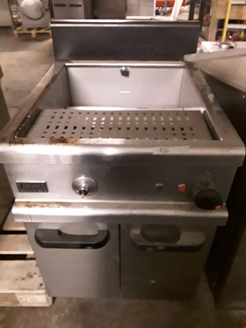 Lot 9063 COMMERCIAL STAINLESS STEEL LINCAT FRYER