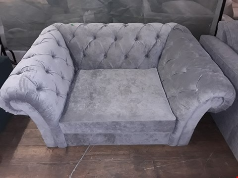 Lot 57 QUALITY BRITISH MADE GREY FABRIC CHESTERFIELD STYLE BUTTON BACK CHAIR