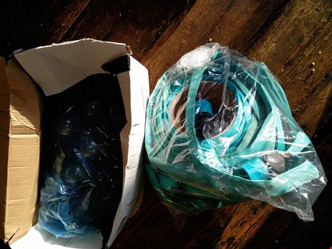 Lot 5097 A 50FT JACKET HOSE AND A BOX OF ASSORTED PARTY LIGHTS