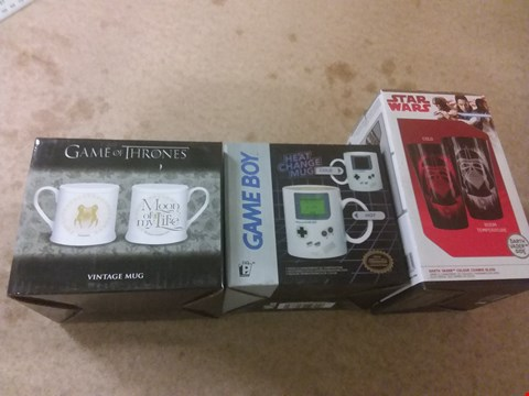 Lot 665 A BOX OF APPROXIMATELY 10 BRAND NEW ITEMS TO INCLUDE A STAR WARS DARTH VADER COLOUR CHANGE GLASS, A GAMEBOY HEAT CHANGE MUG AND A GAME OF THRONES VINTAGE MUG