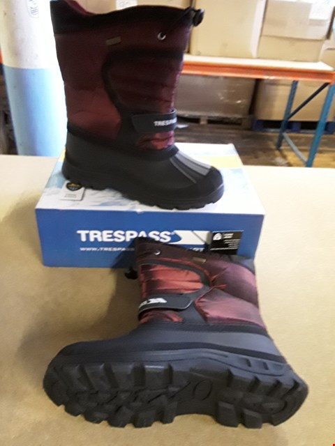 Lot 2026 BOXED PAIR OF TRESPASS STYLE SNOW BOOTS SIZE EU 38