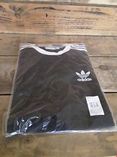 Lot 100 DESIGNER BLACK RINGER T-SHIRT IN THE STYLE OF ADIDAS SIZE XL