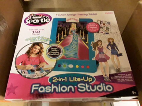 Lot 217 LOT OF 2 BRAND NEW ITEMS TO INCLUDE CLIP AND CLOSE SET OF 2 STORAGE TUBS AND CRYSTAL CRAZE FASHION LIGHT UP STUDIO  RRP £52.98