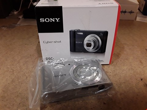 Lot 109 BOXED SONY CYBERSHOT W800 20.1MP CAMERA SILVER WITH CHARGER