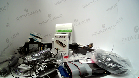 Lot 18102 LOT OF APPROXIMATELY 36 ASSORTED ITEMS TO INCLUDE CABLES AND POWER LEADS ETC