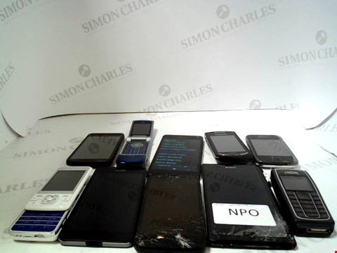 Lot 658 LOT OF APPROXIMATLEY 10 ASSORTED MOBILE PHONES AND SMARTPHONES ETC
