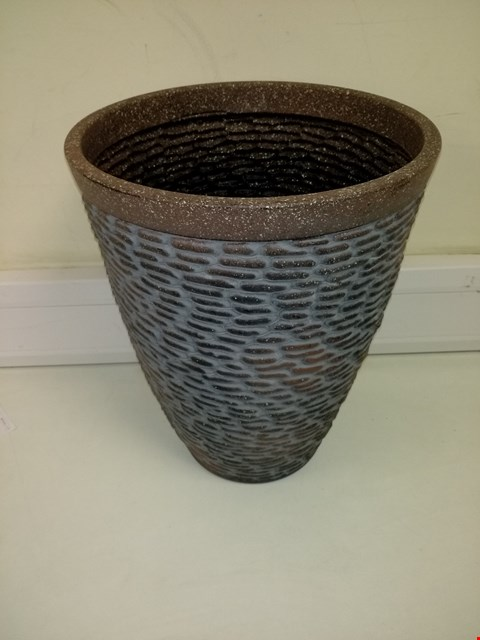 Lot 9304 BOXED PREMIUM STONE EFFECT PLANTER RRP £26.00
