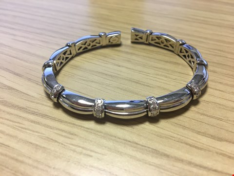 Lot 25 DESIGNER 18CT WHITE GOLD DIAMOND SET BANGLE, GOLD WEIGHT +/-34 GRAMS