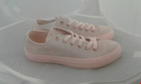 Lot 2041 PAIR OF CONVERSE ALL STAR SIZE 6