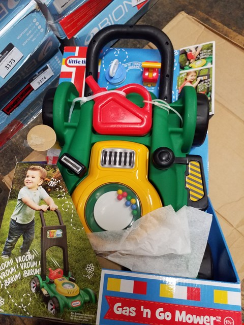 Lot 3160 LITTLE TIKES GAS N GO MOWER RRP £30.00