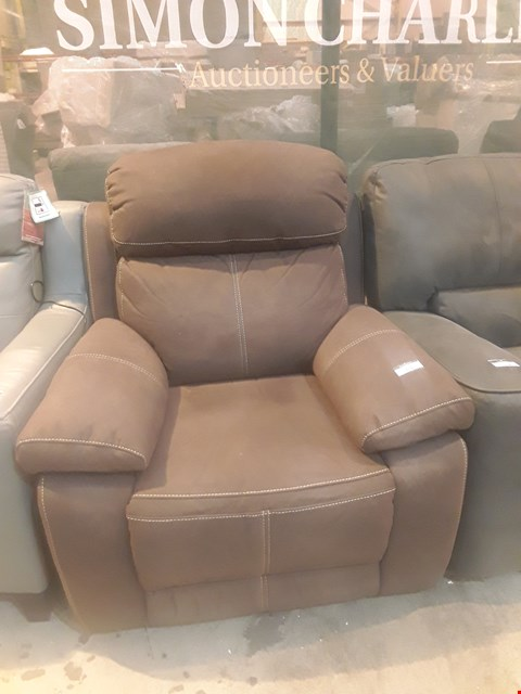 Lot 9141 DESIGNER BROWN MACAO FABRIC POWER RECLINING EASY CHAIR WITH CONTRAST STITCHING
