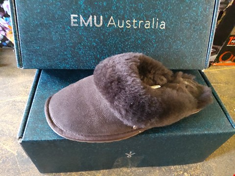 Lot 66 BOXED PAIR OF EMU AUSTRAILIA CHOCOLATE SLIPPERS SIZE 5