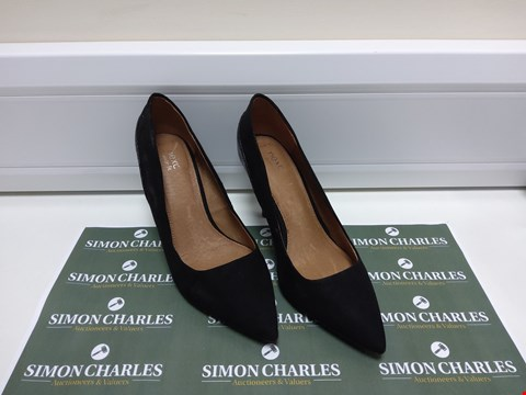 Lot 3041 PAIR OF NEXT SIZE 4.5 WIDE FIT HEELED SHOES