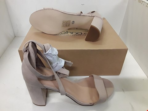 Lot 4123 PAIR OF DESIGNER NUDE SUEDE BLOCK HEEL STRAP SHOES  SIZE UK 7
