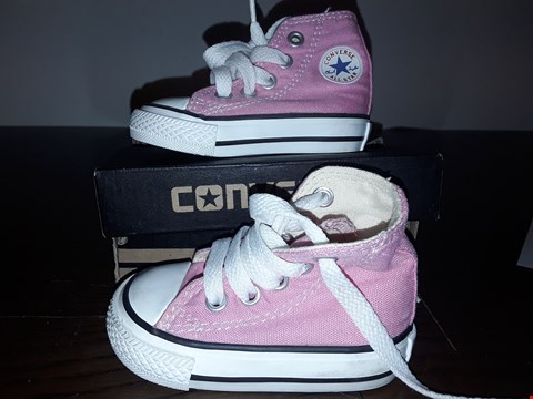Lot 2073 BOXED GIRLS CONVERSE ALL STARS PINK SIZE 2