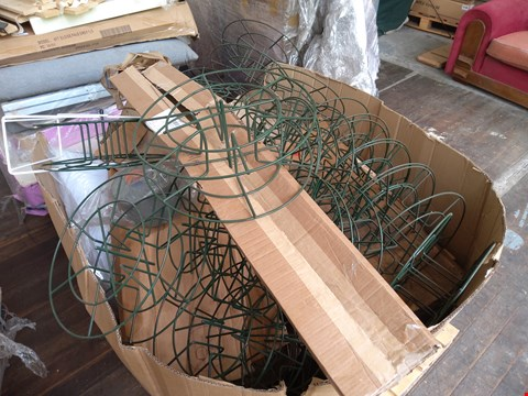 Lot 89 PALLET OF ASSORTED ITEMS TO INCLUDE: GREEN METAL WIRE ITEMS