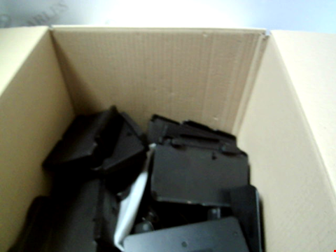 Lot 6225 BOX OF ASSORTED 3DS CAHRGING STANDS ETC