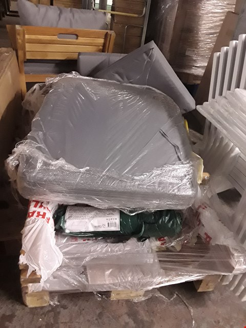Lot 17237 PALLET OF ASSORTED GARDEN FURNITURE PARTS TO INCLUDE: GARDEN CHAIR PARTS, AND CUSHIONS
