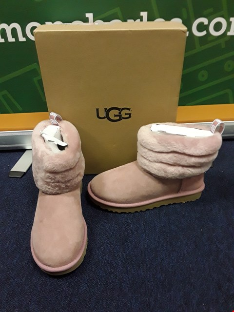 Lot 4062 BRAND NEW BOXED UGG W FLUFF MINI QUILTED ANKLE BOOT PINK SIZE 5